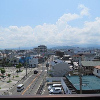 かなり抜けた眺望ですね。いい天気!(※写真は5階の別部屋からのものです)