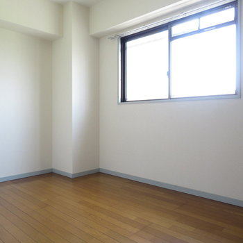 約5帖の洋室が。それぞれのお部屋もしっかり作れますね(※写真は5階の同間取り別部屋のものです)