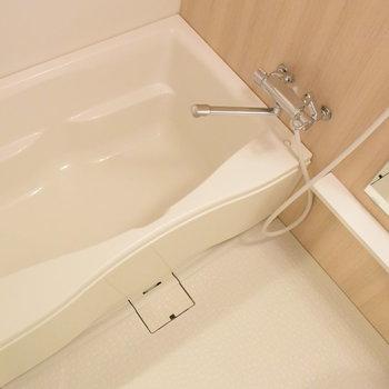 浴槽もまだまだ綺麗なユニットバス