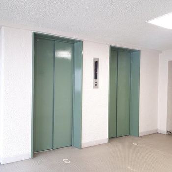 共用部】エレベーターは2台!エントランスもお手入れされていて安心◎
