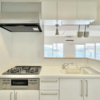 カトラリーポットには調理器具を収納可能。