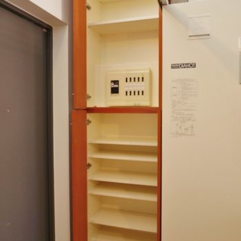シューズボックスはたっぷり容量で嬉しい◎※写真は同タイプの別室