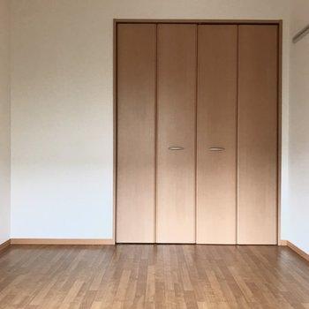 【洋室①】大きいクローゼットには......