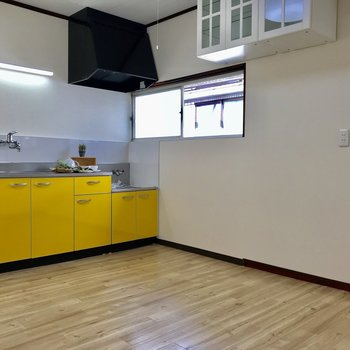 お次は、キッチンです※家具はサンプルになります