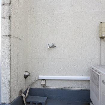 洗濯機置場はバルコニーに、天気のいい日に洗濯しましょう