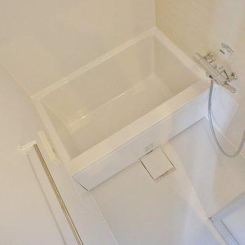 お風呂もシンプルで清潔感 ※写真は5階の同間取り別部屋のものです
