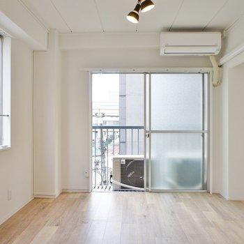 【洋室】中はリノベでピカピカ!※写真は5階の同間取り別部屋のものです