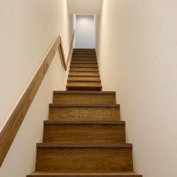 玄関入ったら階段。のお部屋です。