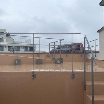 屋上だーーーーーー!あいにくの雨。
