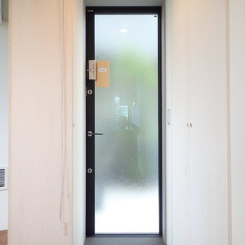 玄関はフラットですが、色でセパレート。※写真は前回募集時のものです