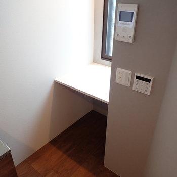 奥にはデスクになりそうなスペース。※写真は前回募集時のものです
