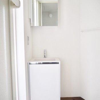 洗面台はシンプルに