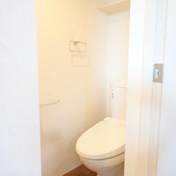 トイレは洗濯パンのお隣に。※写真は前回募集時のものです