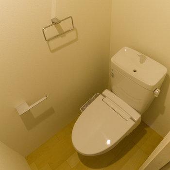 トイレ。清潔感がありますね。