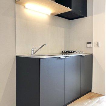 【DK】続いてキッチン。空間をピシっと締めるブラックです。
