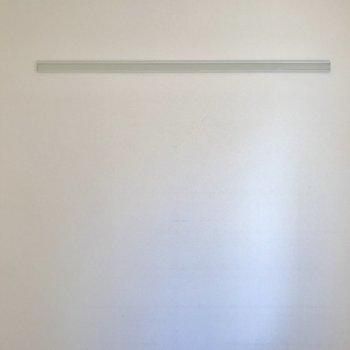 壁掛けフックが。※写真はクリーニング前のものです