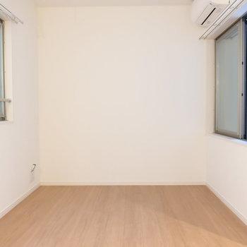 二面採光で風通しも◎※写真は2階同間取り別部屋のものです