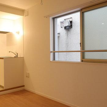 さて、キッチンを見ていきましょう※写真は2階同間取り別部屋のものです
