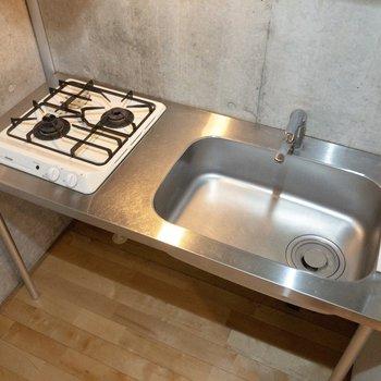 シンクに台をかけると調理スペースが拡張できます。