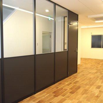 【4F】無垢床とアイアンカラーの建具がかっこいい!