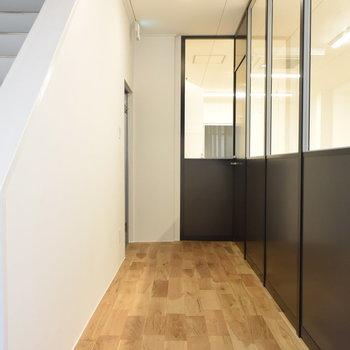 【共用廊下】閉鎖感のあるオフィスはもう卒業!