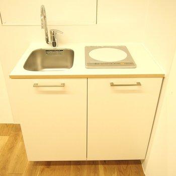 【キッチン】ちょっとした湯沸かしもできますね!1階と各階にあり!