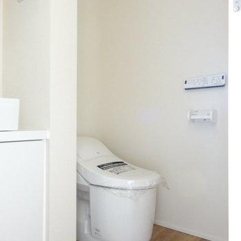 その横にトイレ