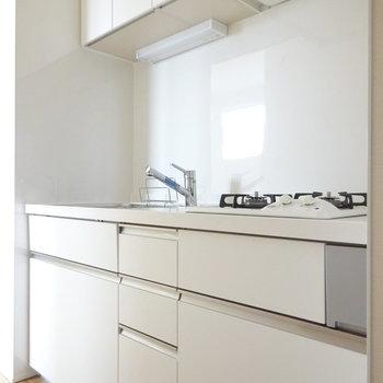 キッチンもホワイトでかわいい〜
