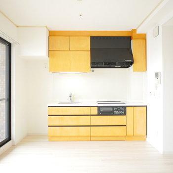 壁付のキッチンなのでリビングがゆったり使えますね!