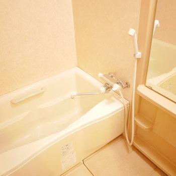 バスタブゆったり、浴室乾燥機完備!