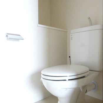 トイレは玄関横に