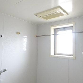 浴室乾燥機もあって窓もあるなんて完璧、、