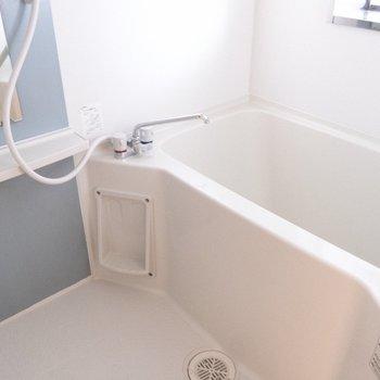 お風呂は窓があるので、換気もバッチリ。