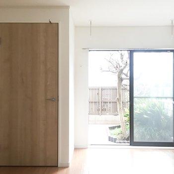 【LDK】まるで縁側みたい。窓際の空間でネコとまどろみたい。※写真は通電前のものです