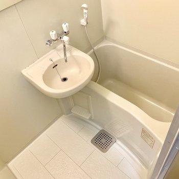 お風呂はコンパクト。たまには温泉に。