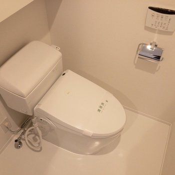 温水洗浄便座付き。