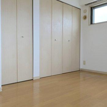 こちらの扉は収納!豊富でしょう?