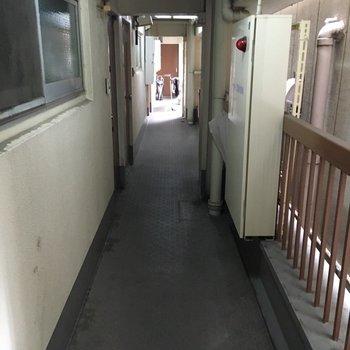 目の前の廊下です
