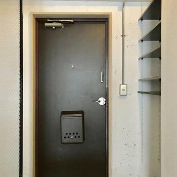 ドアの色味もお部屋にマッチしていますね。