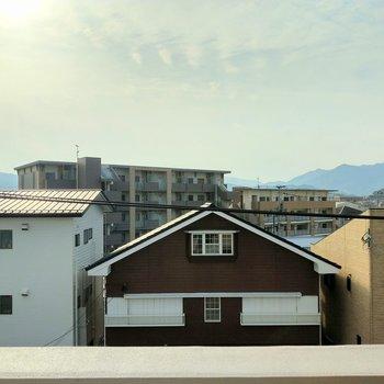 メインのバルコニーからの眺望もひらけています。