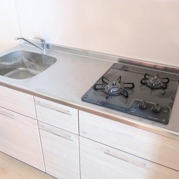 しっかり自炊派さんに嬉しいキッチン。※写真は2階の同間取り別部屋のものです