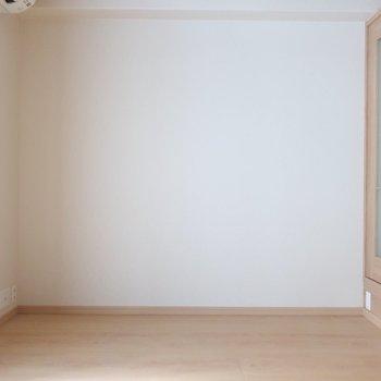 シェルフにTVや雑貨などを集約させましょ♪※写真は2階の同間取り別部屋のものです