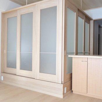 引き戸を閉めても良し◎※写真は2階の同間取り別部屋のものです