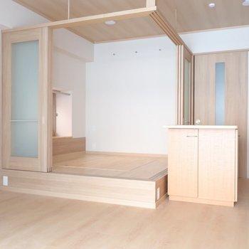 洋室が小上がりになってる!※写真は2階の同間取り別部屋のものです