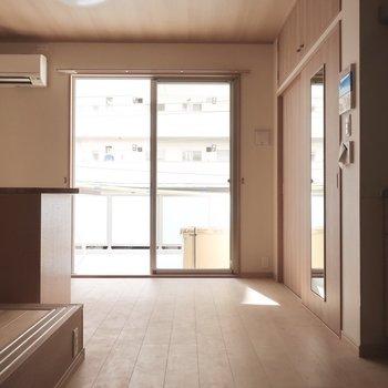 1段下がってリビング。さり気にメリハリ♥※写真は2階の同間取り別部屋のものです