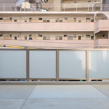 バルコニーの広さ、堪能してください♪※写真は2階の同間取り別部屋のものです