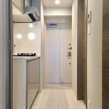 キッチン見てみましょう。※写真は1階同間取り別部屋のものです