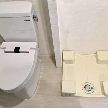 脱衣所とトイレは同室です。※写真は1階反転間取り別部屋のものです