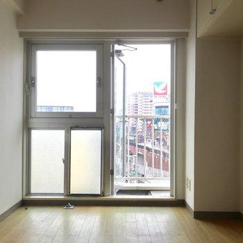 ドアを開けるとハマの街並みが ※写真は3階の同間取り別部屋のものです