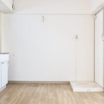 ダイニングには小さめテーブルなら置けそう♪ (※写真は5階同間取り別部屋のものです)